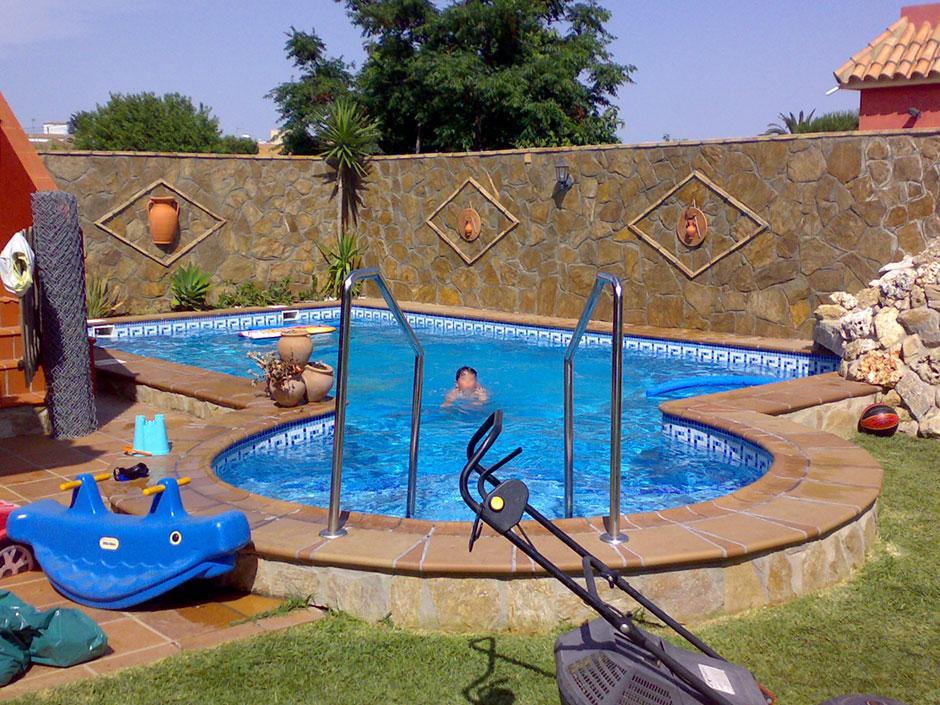 Decoracion piscinas exteriores consejos para decorar - Decorar piscinas exteriores ...